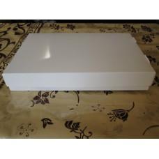 Коробка 200*300*50.Крышка-донышко.Донышко заламинированное,предназначено для жирной выпеки:пончики,пахлава и т.д. Стоимость 7,5 грн