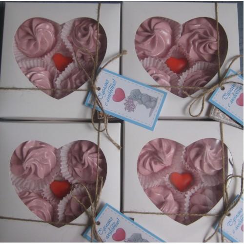 Коробка для пряника,конфет,бижутерии.Размер 150*150*35 мм.,с окошко-сердце