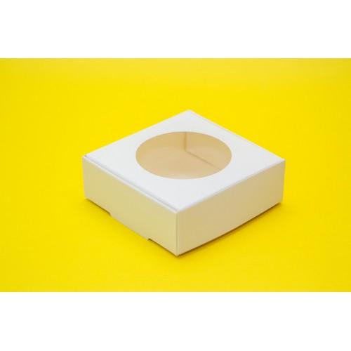 Картонная упаковка на 4 макарон с окошком