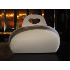 Коробка для одного пирожного,размер 110*110*70,качественный мелованный картон,стоимость 3,25 грн. Ручка сердце.
