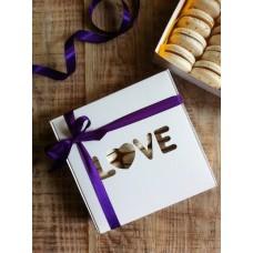 "Коробка ""LOVE"" на 9 макаронс ."